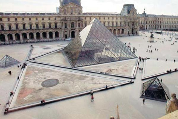 Piramide del Louvre, Paris