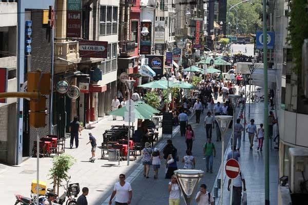 La calle Reconquista, entre Córdoba y Plaza San Martin