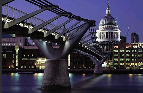 Puente del Milenio, obra de Norman Foster, en Londres. | Foster+Partners
