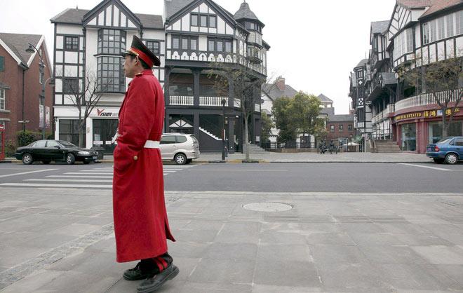 El barrio de Song Jiang, en pleno Shanghai, recrea las calles de Londres. | EFE