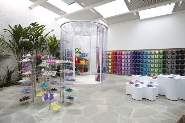 Nuevo concept store de Havaiannas en San Pablo, de Isay Weinfeld - Foto: Havaiannas