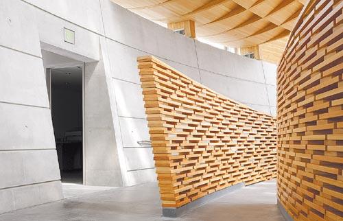 Madera. En el interior, la estructura de abeto Douglas aporta calidez.