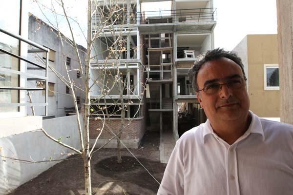 El arquitecto Ricardo Ripari, en Patios 16, edificio bioclimático