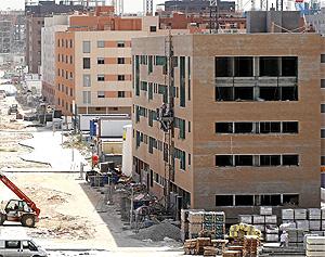Edificio de pisos en obra en el Ensanche Sur.