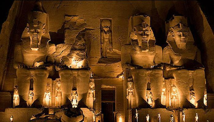 El espectáculo de luz y sonido en el templo de Ramses II, Abu Simbel