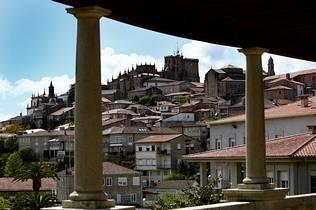 Tui, piedra noble en Galicia
