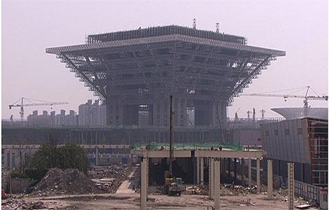 Una de las zonas en obras de la Exposición Universal de 2010. | A. P.