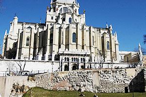 Muralla Árabe y Catedral de La Almudena, Madrid