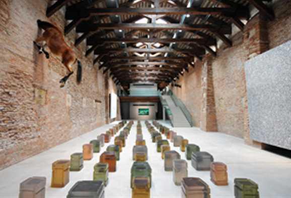 En la 53° Bienal de Venecia el Centro de Arte Contemporáneo de la Fundación Pinault revivió polémicas.