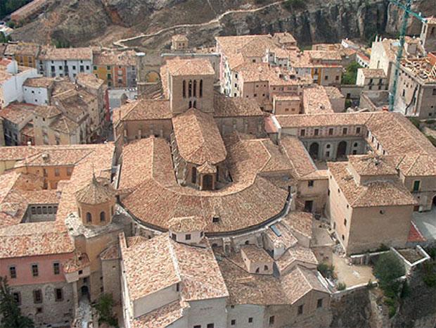 En realidad, Cuenca son dos ciudades unidas entre sí, la alta y medieval y la baja y moderna