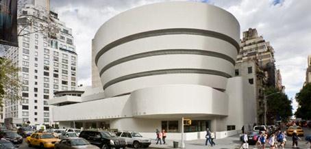 La sede madre fue diseñada por Frank Lloyd Wright en 1943 pero se construyó recién en 1959.