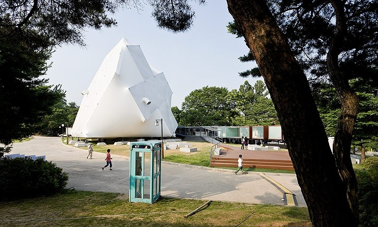 Prada Transformer, el edificio desarmable de Rem Koolhaas . Foto:OMA