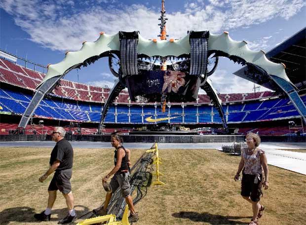 El espectacular escenario del Tour 360, que dispone de un suelo giratorio y está situado en el centro del Camp Nou
