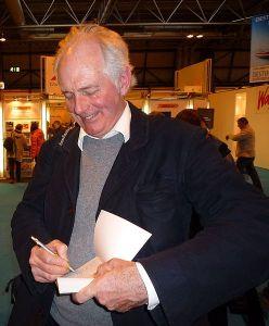 Dan Cruickshank signs an autograph for a fan