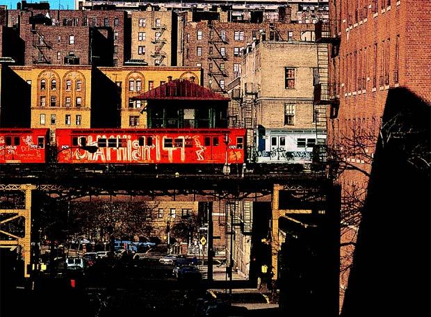 Pájaro rojo en el Bronx  Jon Naar es fotógrafo y uno de los primeros escritores que se interesó por la cultura del graffiti.