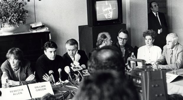 William Gibson, Rebecca Allen, Timothy Leary, Montxo Algora durante la rueda de prensa de 1990, en la que se presentó la primera edición del festival (Art Futura).
