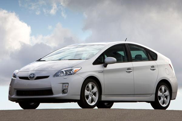 El Toyota Prius, un vehículo híbrido que emplea el uso de combustible fósil y una batería eléctrica - Foto: Toyota