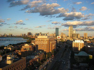 La ciudad vista desde la Universidad de Boston, con el río Charles a la izquierda
