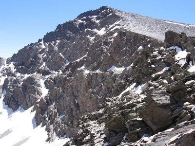 La cara norte del Mulhacén habiendo comenzado la subida a la cima por su ladera oeste
