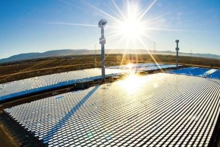 Una vista panorámica de una instalación de la compañía eSolar, en donde Google posee inversiones Foto: eSolar