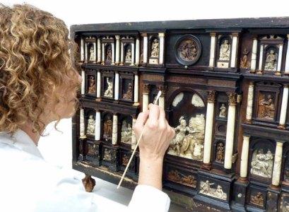 Escritorio del siglo XVI que se expondrá en el Museo de Bellas Artes de Bilbao