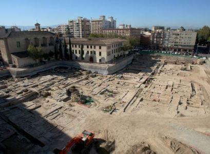 Imagen de las obras del aparcamiento subterráneo en el solar de San Esteban, en Murcia.- MARCIAL GUILLÉN