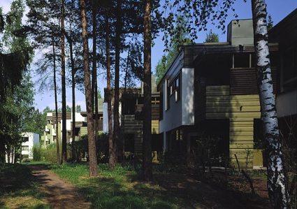 Zona residencial de Suvikumpu, en Finlandia, diseñada por los Pietilä. Foto: Simo Rista / MFA