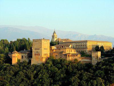 La Alhambra y Sierra Nevada son la imagen por antonomasia de Granada.