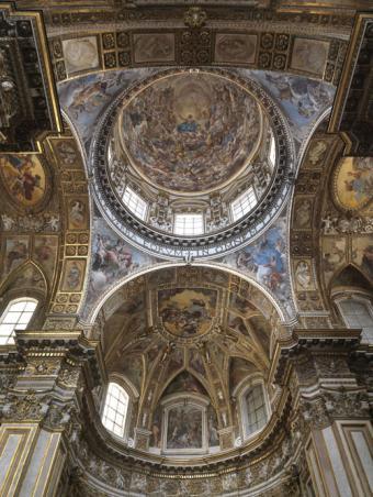 Cúpula y cascarón absidal de la iglesia de los Santos Apóstoles en Nápoles