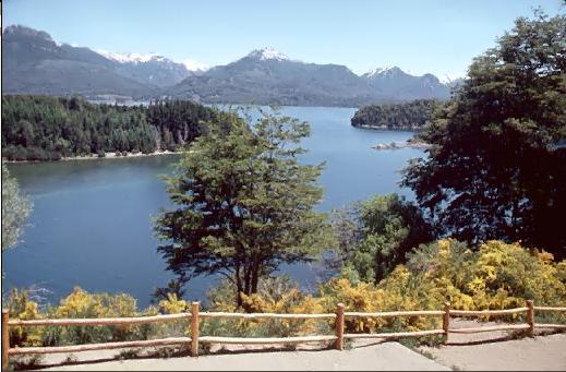 Vista del Lago Nahuel Huapi desde la Isla Victoria