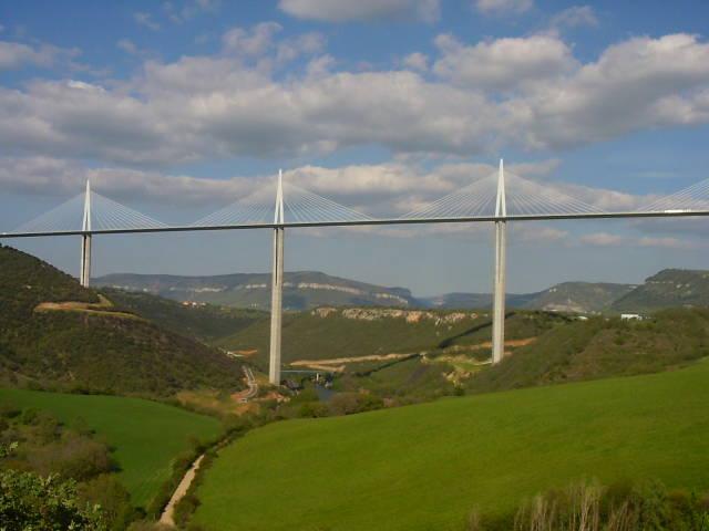 Viaducto de Millau, Francia - el puente de carretera más alto del mundo.  Foto: www.urbanity.es