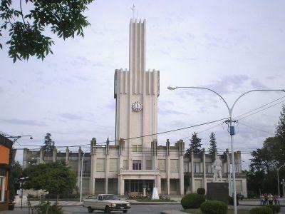 Vista del palacio municipal de la ciudad de Coronel Pringles.