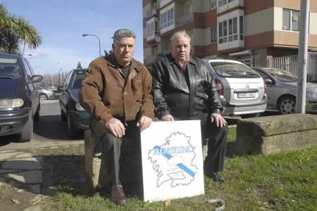 Emilio Rodríguez y Espiñeira y José Luis Castro, ex trabajadores de la empresa Bazán y afectados por el amianto. (Imagen: MONCHO FUENTES)