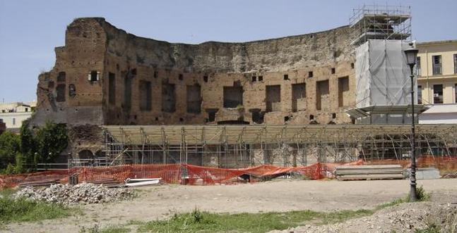 La Domus Aurea permanece todavía debajo de las ruinas de los Baños de Trajano /ABC