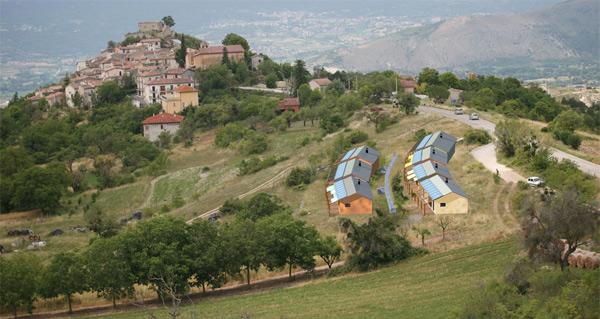 Así quedarán las primeras viviendas que los vecinos reconstruyen con ayuda de dos arquitectos.   Fotos: http://eva.pescomaggiore.org