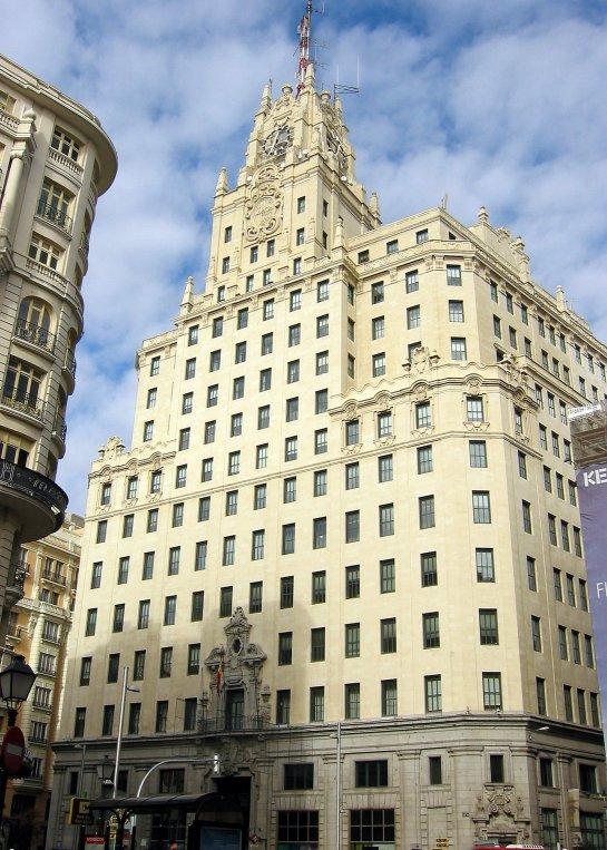 Edificio Telefónica, en la Gran Vía. Hasta 1953 fue el edificio con más altura en Madrid. Foto: Wikipedia