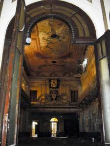 UNIONE OPERATI ITALIANI. Así se llama el edificio que está en Sarmiento 1374 y que fue la sala de conciertos que precedió en Teatro Colón.