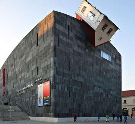 El Museum Moderner Kunst (MuMoK) es una casa-escultura vienesa