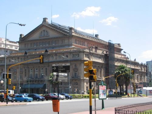 El Teatro Colón: uno de los teatros más importantes del mundo.  Wikipedia.