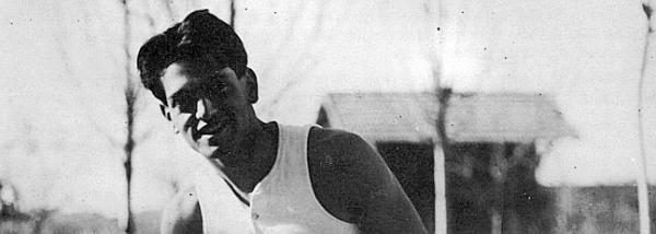 Luis Buñuel practicando boxeo en la Residencia, hacia 1921. ABC.es
