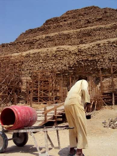Trabajos de rehabilitación de la pirámide de Zoser. (Imagen: EFE)
