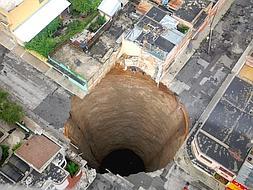 El agujero tiene 30 metros de diámetro y 60 de profundidad / Flick - ABC.es