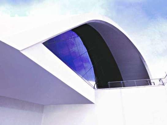 Una sala curva que potencia los sentidos - Foto: Clarin Arquitectura