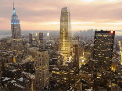 PROYECTO. El nuevo edificio, al centro, igualará al Empire State en la vista neoyorquina. Imagen: Clarín.com