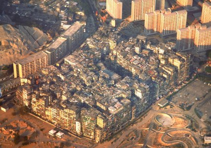 Kowloon Walled City - The most dense human habitation in world history. Foto: SkyscraperPage Forum