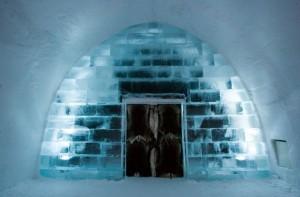 La entrada del ICEHOTEL vista desde el interior. Autor: Ben Nilsson/Big Ben Productions. LugaresdeViaje.com / LaNacion.com