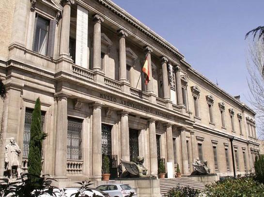 Fachada principal del Museo (Arqueológico Nacional, Madrid - España) Wikipedia