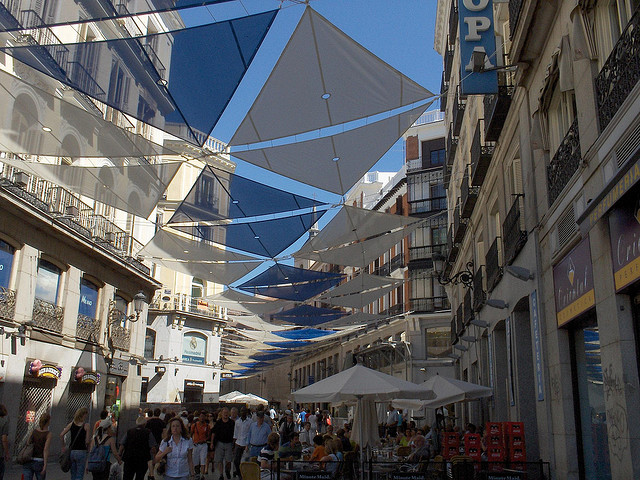 Céntrica Calle de Madrid, España - Foto:  Darío Álvarez, CC 2007
