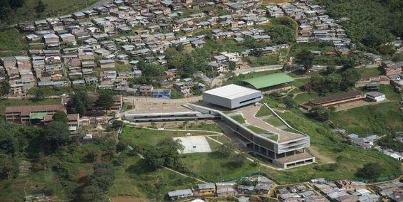 Colegio Antonio Derka, nororiente de Medellín, entre obras destacadas en la Bienal Iberoamericana. Foto: Archivo particular