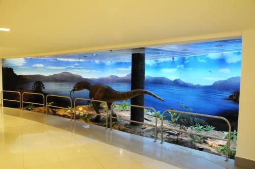 Exhibición paleontológica patagónica en el interior del remodelado aeropuerto